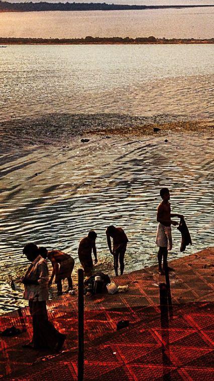 4121_Godavari.RiverBathers